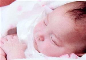 حالة نادرة.. تفاصيل حياة طفلة مولودة بنصف مخ فقط (صور)