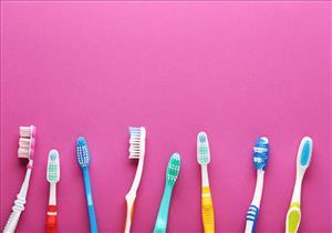 تخلص منها لهذا السبب.. كيف تختار فرشاة الأسنان المناسبة لك؟