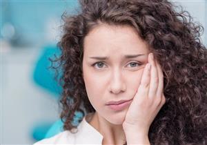 امرأة تُذهل الأطباء بلثة تشبه الفراولة.. ما التفسير الطبي؟