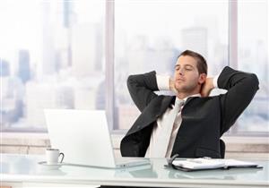 تجلس ساعات طويلة في عملك؟.. أنت مهدد بتلك المخاطر الصحية
