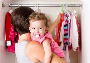 مع ارتفاع درجات الحرارة.. متى نخفف ملابس الطفل؟
