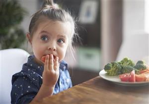 الصحة العالمية: الأغذية الصناعية تهدد الأطفال بهذه المشكلات
