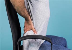 الجلوس بهذه الطريقة ينذرك بآلام العصعص.. إليك طرق علاجها