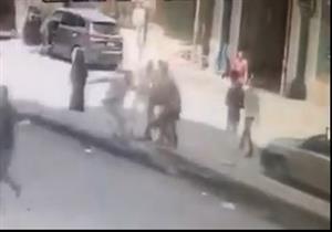 فيديو.. لحظة اختطاف شاب وهتك عرضه لإجباره على الزواج من فتاة في شبرا