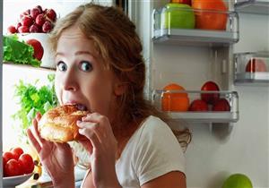 """كيف تتخلص من رغبتك في تناول الطعام أثناء """"التقلبات المزاجية""""؟"""