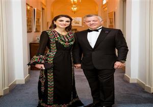 بدون خدم.. الملكة رانيا تقدم إفطار أسرتها: إليكم مكونات سفرتها - فيديو