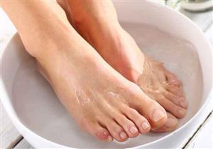 فوائد متعددة لغمر القدمين في الماء الساخن.. يحميك من هذه المخاطر