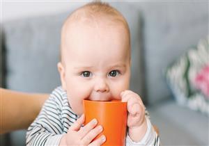 4 أضرار لا تتوقعيها عند شرب الرضيع للماء قبل 6 أشهر