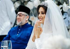 """""""تخلى عن العرش ليتزوجها"""".. ملكة جمال موسكو تكشف تفاصل زواجها من ملك ماليزيا"""