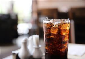 حقيقة أم خرافة؟.. المشروبات الغازية تهدد متناوليها بهشاشة العظام