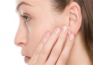 النساء أكثر عرضةً لها.. إليك أسباب رائحة الأذن الكريهة وطرق علاجها