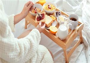 قبل أم بعد وجبة الإفطار؟.. 9 مشروبات صباحية تساعد على فقدان الوزن