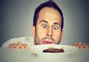 الجوع يهددك بزيادة الوزن.. إليك السبب
