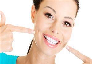 بعضها يهدد صحتك.. أغرب 6 وصفات طبيعية لتنظيف الأسنان