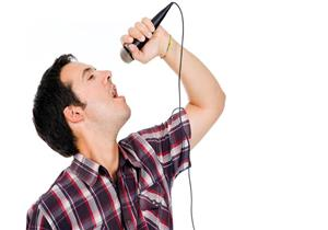 طبيب يحذر المطربين من تناول النعناع: يهددهم بفقدان الصوت