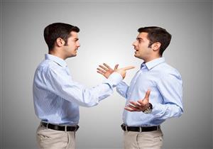 طبيب نفسي يوضح متى يكون التحدث مع النفس مرضي.. فيديو