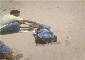 بيان عاجل للنواب و4 جهات تتدخل.. ظهور ديدان غريبة في شاطئ بالإسكندرية- فيديو