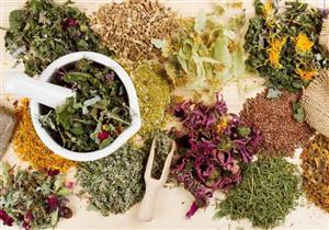 """""""الصحة"""" تحذر من الأعشاب الطبيعية: تقلل من فعالية الأدوية"""