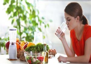 هل شرب السوائل آمن أثناء الطعام؟.. إليك الحقيقة