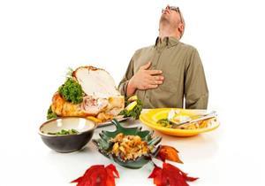 تهددك بالجلطة.. 7 عادات غذائية خاطئة في العيد