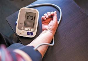 أغربها قياسه في العيادة.. 4 عادات تقودك لارتفاع ضغط الدم