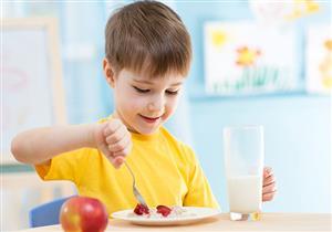 تساعده على التركيز بالمدرسة.. 8 أطعمة قدميها لطفلِك في وجبة الإفطار