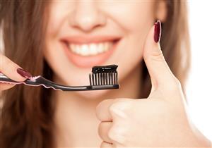 معجون الفحم يؤذي أسنانك.. إليك بدائله الطبيعية