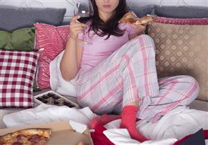 لنومٍ هادئ.. أطعمة ومشروبات تجنبها عند تناول وجبة العشاء (صور)