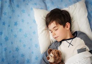 للأمهات.. 10 نصائح تجعل طفلك يستيقظ باكرًا للمدرسة