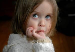 تصل للنزلة المعوية.. أضرار مص الأصابع عند الأطفال وروشتة للوقاية