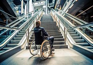 وداعًا للكراسي المتحركة.. تقنية جديدة تمكن مرضى التصلب من المشي