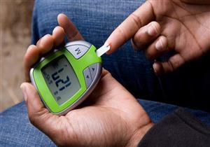 قبل أم بعد الوجبات.. ما الوقت المناسب لفحص السكر بالدم؟