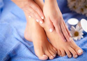 منها اصفرار الأظافر.. 6 أعراض تشير إلى فطريات الأظافر عالجها بالليزر