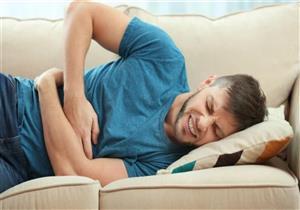 تختلف حسب موقعه.. أمراض مختلفة قد ينذرك بها ألم البطن