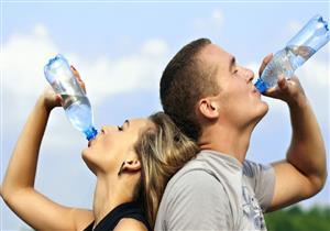 هل تختلف بين الرجال والنساء؟.. إليك الكمية المناسبة لتناول المياه يوميًا