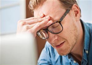 لا يستدعي القلق.. لماذا نشعر بالصداع بعد ارتداء النظارة الطبية الجديدة؟