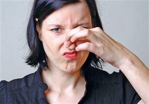 أسباب متعددة لرائحة السرة الكريهة.. إليك طرق العلاج