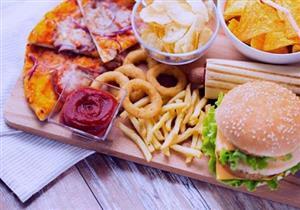 خبيرة تغذية: الوجبات السريعة تؤثر سلبًا على المخ والمعدة