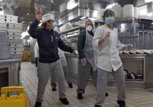 بالفيديو.. طاقم السفينة الموبوءة يواجه كورونا بالرقص