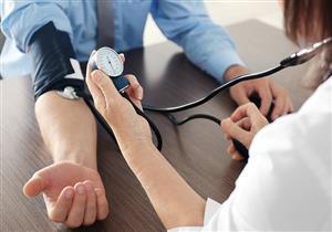 """""""الصحة"""" تقدم الوصايا العشر للسيطرة على ارتفاع ضغط الدم"""