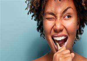 لا تغسل أسنانك بعد تناول الطعام مباشرة.. إليك التوقيت المناسب