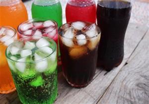 تناول كوب واحد من المشروبات الغازية يوميًا في منتصف العمر يهدد بالنوبات القلبية