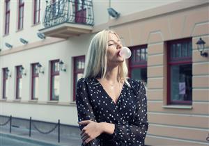 وسيلة فعالة للإقلاع عن التدخين.. 6 فوائد مذهلة للعلكة الخالية من السكر