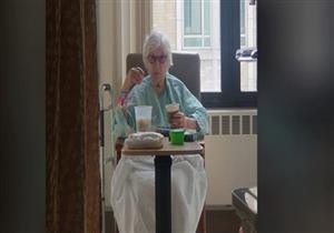 عجوز تكسر القاعدة وتتعافى من فيروس كورونا.. ماذا فعلت؟ (صور)