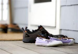 لحماية أسرتك من كورونا.. إليك الطريقة الصحيحة لتعقيم الأحذية (فيديوجرافيك)