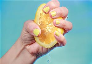 عصير الليمون البارد والدافئ.. أيهما أفضل لصحة الإنسان؟