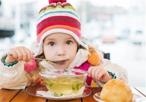 منها الزبادي.. 5 أطعمة تعزز من مناعة طفلِك ضد الفيروسات (فيديوجرافيك)