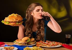 لماذا يتناول البعض الأطعمة بشراهة دون زيادة الوزن؟