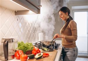 """خبير تغذية يحذر من """"تسبيك"""" الأطعمة الرمضانية.. إليك طريقة الطهي الصحية"""
