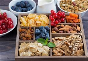 أبرزها المكسرات.. 5 سناكس خفيفة للتغلب على الجوع بين الإفطار والسحور